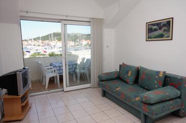 Jezera, Obývacia izba v ubytovacej jednotke apartment, klimatizácia k dispozícii a domáci miláčikovia povolení.