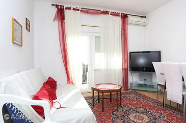 Marušići, Living room in the apartment, air condition available, (pet friendly) and WiFi.