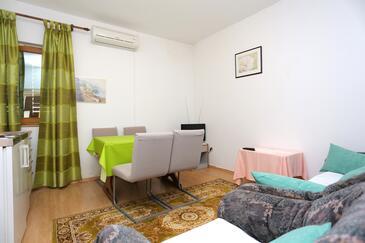 Marušići, Blagovaonica u smještaju tipa apartment, dostupna klima, kućni ljubimci dozvoljeni i WiFi.