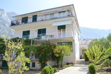 Baška Voda, Makarska, Property 9661 - Apartments with pebble beach.