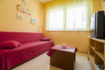 Podstrana, Living room in the apartment, dopusteni kucni ljubimci i WIFI.