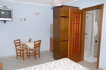Senj, Dining room in the studio-apartment, WIFI.