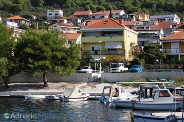 Trogir, Trogir, Objekt 9667 - Apartmani blizu mora sa šljunčanom plažom.