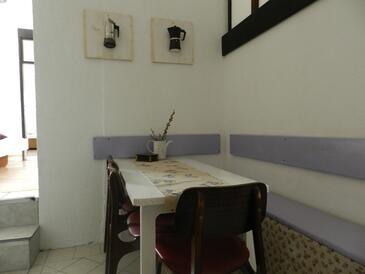 Brist, Dining room in the apartment, dopusteni kucni ljubimci i WIFI.