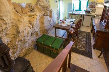 Sveta Jelena, Dining room in the apartment, dopusteni kucni ljubimci.