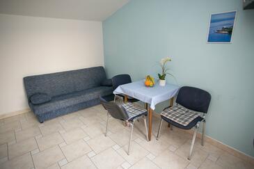 Zubovići, Eetkamer in the apartment, (pet friendly) en WiFi.