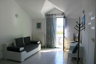 Jezera, Obývacia izba v ubytovacej jednotke apartment, klimatizácia k dispozícii, domáci miláčikovia povolení a WiFi.
