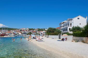 Okrug Gornji, Čiovo, Objekt 9694 - Ubytování v blízkosti moře s oblázkovou pláží.