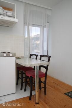 Komiža, Jídelna v ubytování typu studio-apartment, domácí mazlíčci povoleni a WiFi.