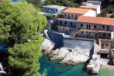 Pobij, Hvar, Objekt 9704 - Apartmaji v bližini morja s prodnato plažo.