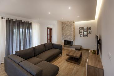 Valbandon, Living room in the apartment, air condition available and WiFi.