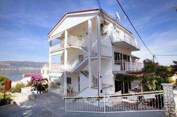 Slatine, Čiovo, Obiekt 972 - Apartamenty przy morzu ze żwirową plażą.