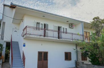 Slatine, Čiovo, Property 973 - Apartments with pebble beach.