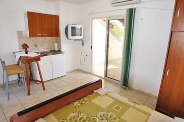 Zaklopatica, Cucina nell'alloggi del tipo studio-apartment, animali domestici ammessi e WiFi.