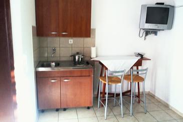 Zaklopatica, Kitchen in the studio-apartment, (pet friendly) and WiFi.