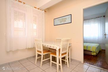Zaklopatica, Jídelna v ubytování typu apartment, dostupna klima i WIFI.