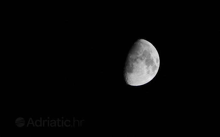 Krupni kadar Mjeseca, Hrvatska