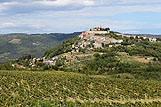 Panoráma okolia miesta Motovun, riviéra Vnútrozemie Istrie