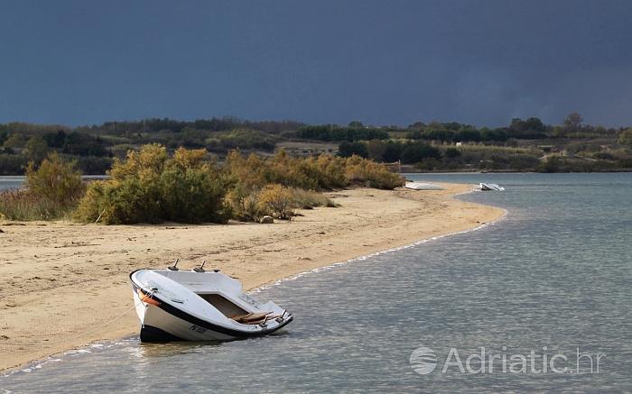 Deel van het strand in Nin, riviera Zadar