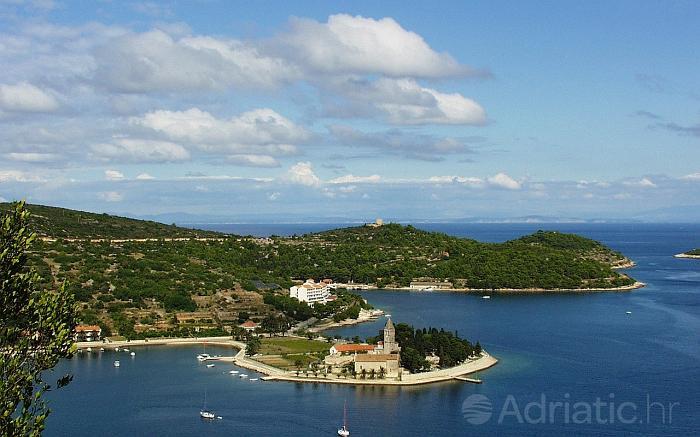 Panorama dijela otoka Visa, rivijera Vis
